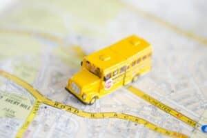 幼稚園バスを使うメリットとデメリットは? 先輩ママたちの実体験を紹介