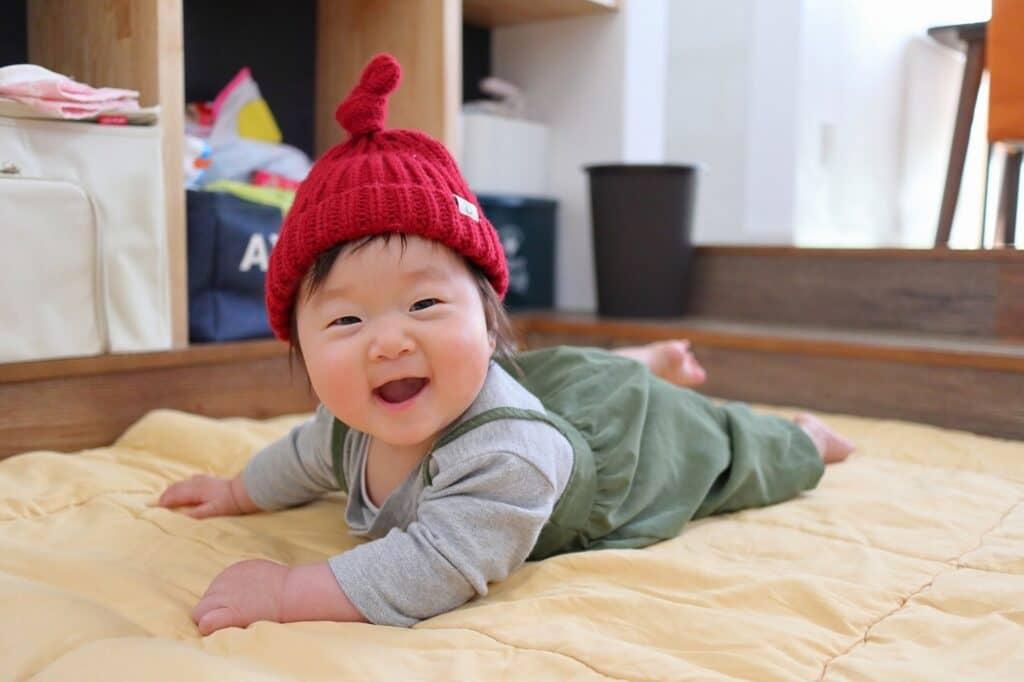 赤ちゃんのでべそは自然に治る