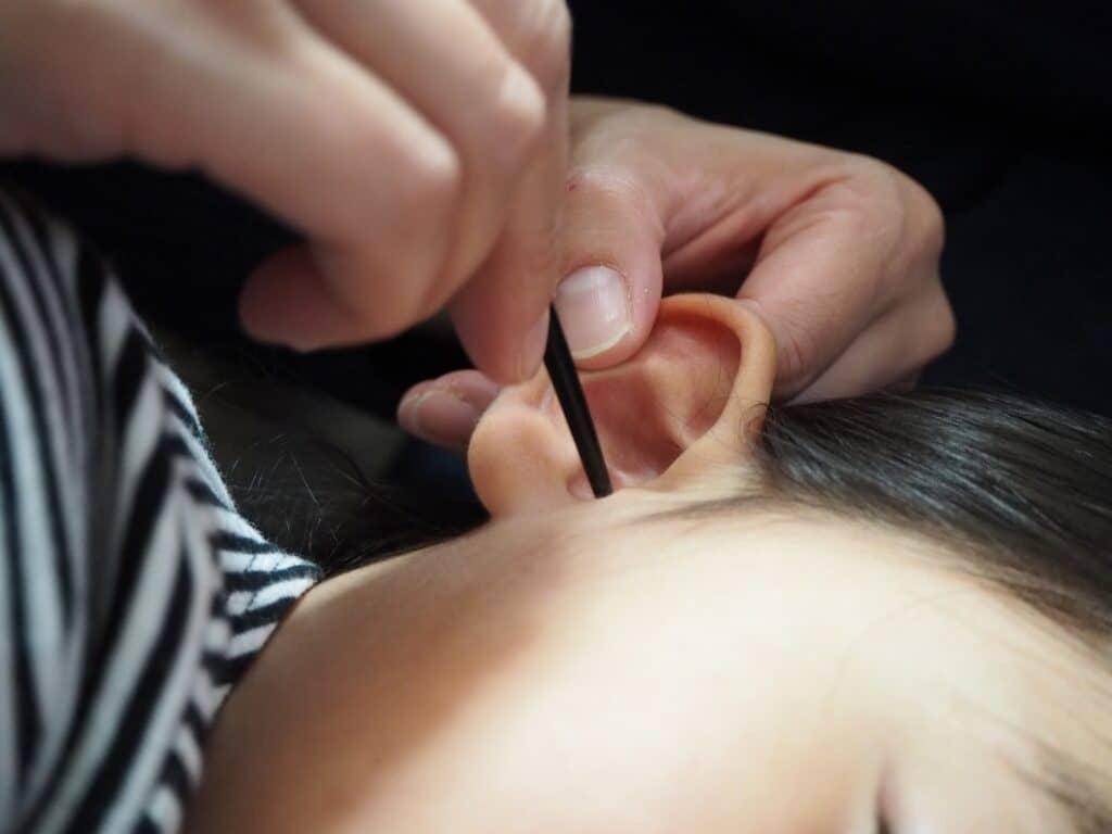 耳鼻科で耳垢を取ったら言葉がでるように