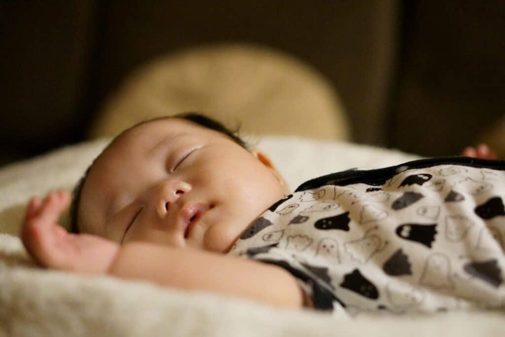 赤ちゃんが夜泣きする原因