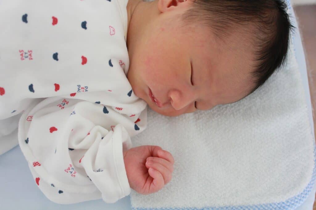 赤ちゃんの目や顔、口の拭き取り