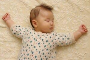 赤ちゃんの睡眠時間はどのくらい? 月齢別平均睡眠時間を見てみよう