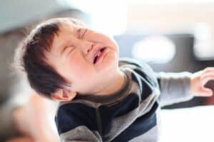 イヤイヤ期? わがまま? ひっくり返る子供を目の前にどうしたら良いか分からないママに保育士がアドバイス!