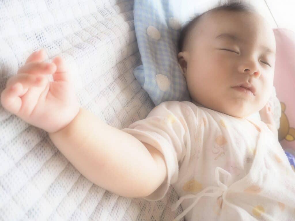 赤ちゃんの頭の形の歪みや絶壁になるのを予防したり改善する