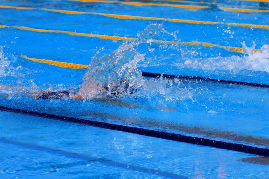 ベビースイミングとは? 大人の水泳とどう違うの?