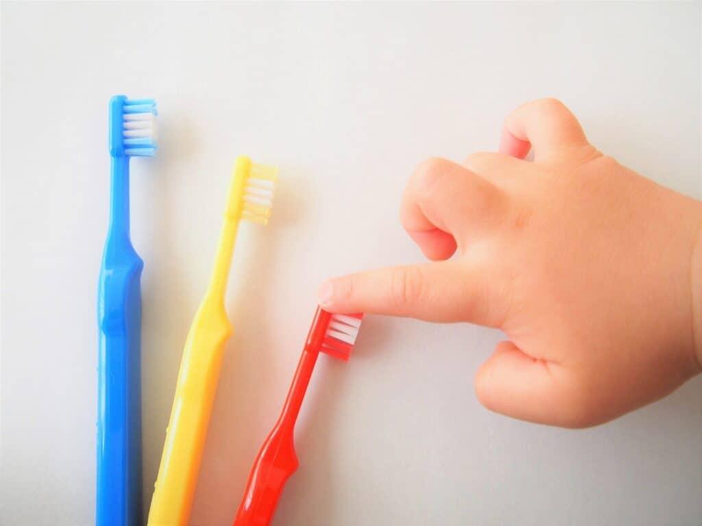 初めはフッ素濃度が500ppmくらいの歯磨き粉を選ぼう