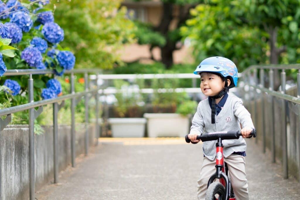子供でも自転車に乗るときはヘルメットを着用すること