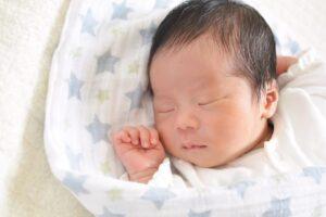 生後1ヶ月の赤ちゃんの成長と育児のポイントは? 育児の悩みと対応方法も紹介
