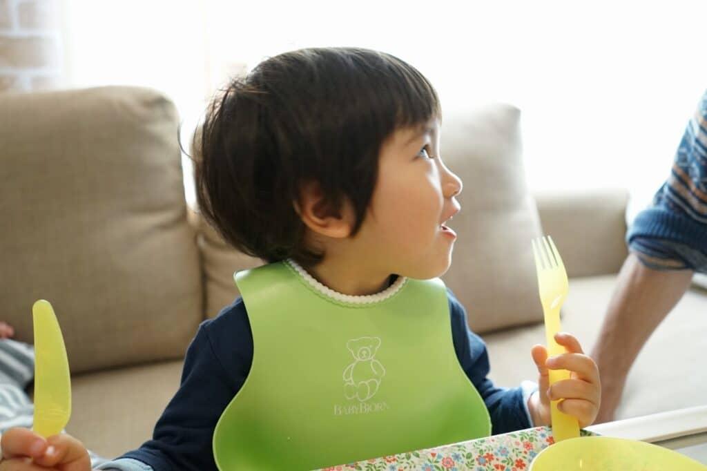 お食事エプロンの素材3:シリコン製