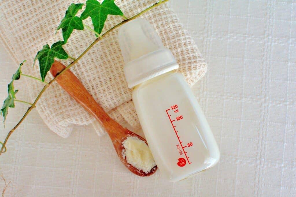 離乳食用の食材、おむつやミルクなどが購入できる
