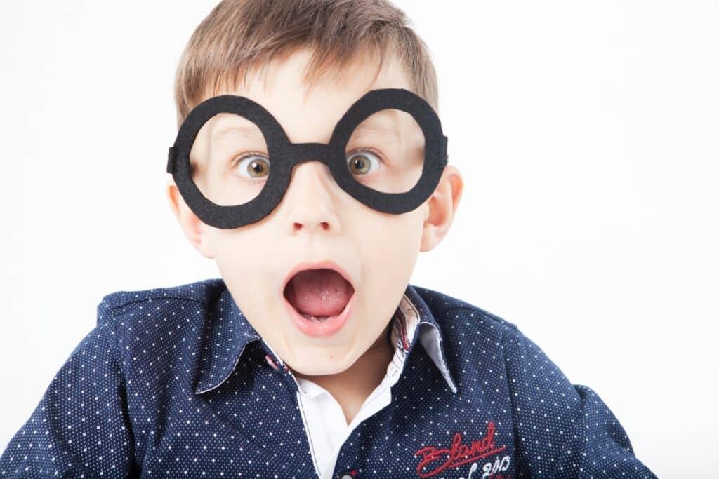子供の近視は親の遺伝? 原因や対策は?