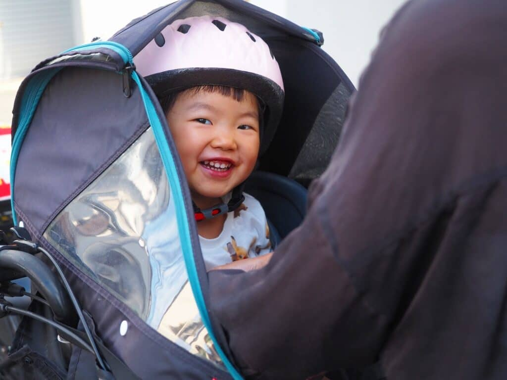子供乗せ自転車のレインカバーは寒い季節にも重宝!