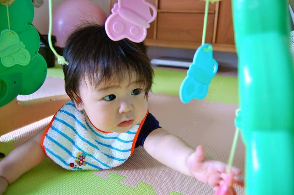 赤ちゃんの視力の発達を促す方法はあるの?