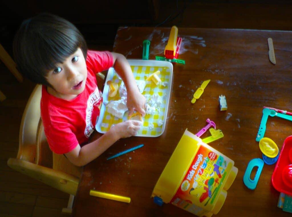 3歳の男の子におすすめのクリスマスプレゼント【知育玩具・絵本】