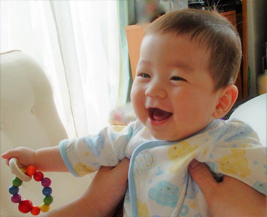赤ちゃん用のガラガラはいつからいつまで遊べるの?