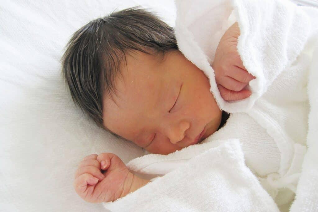 赤ちゃんの敷き布団は固め、掛け布団は柔らかめにする