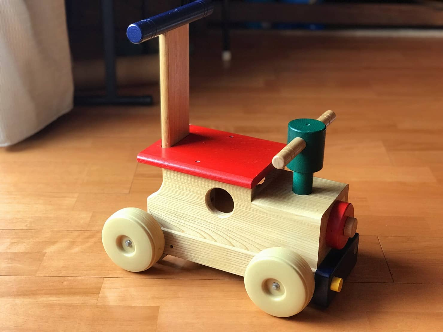 電車のおもちゃは木製がおすすめ。1歳半から年齢別に遊べる電車のおもちゃをご紹介