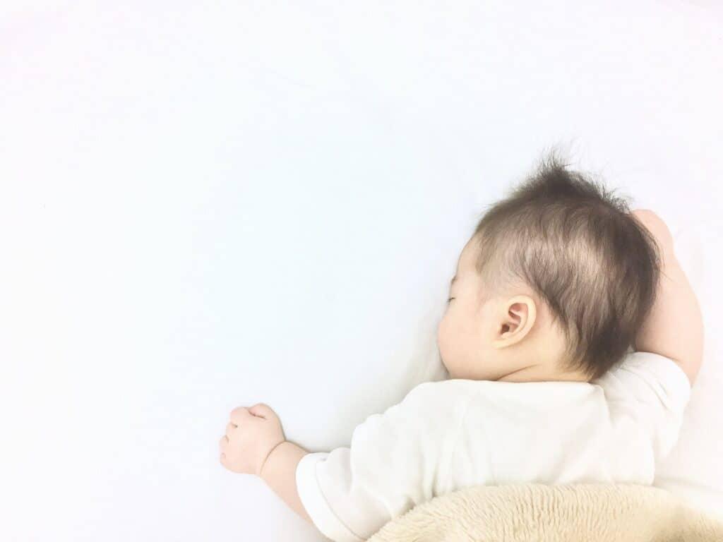 赤ちゃんの寝ハゲを予防する