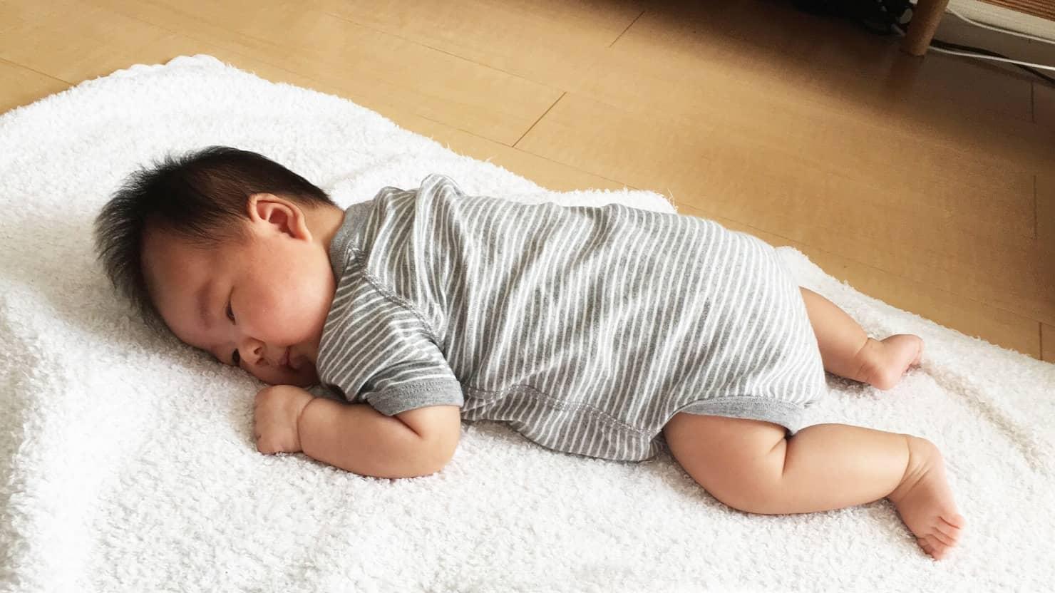 生後1ヶ月の赤ちゃんの成長とお世話! 発熱時や肌トラブルなどの対応方法を紹介