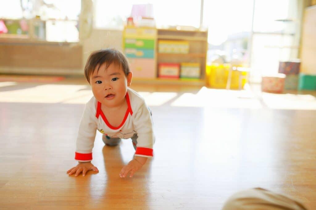 赤ちゃんがハイハイするようになったら注意すべきこと
