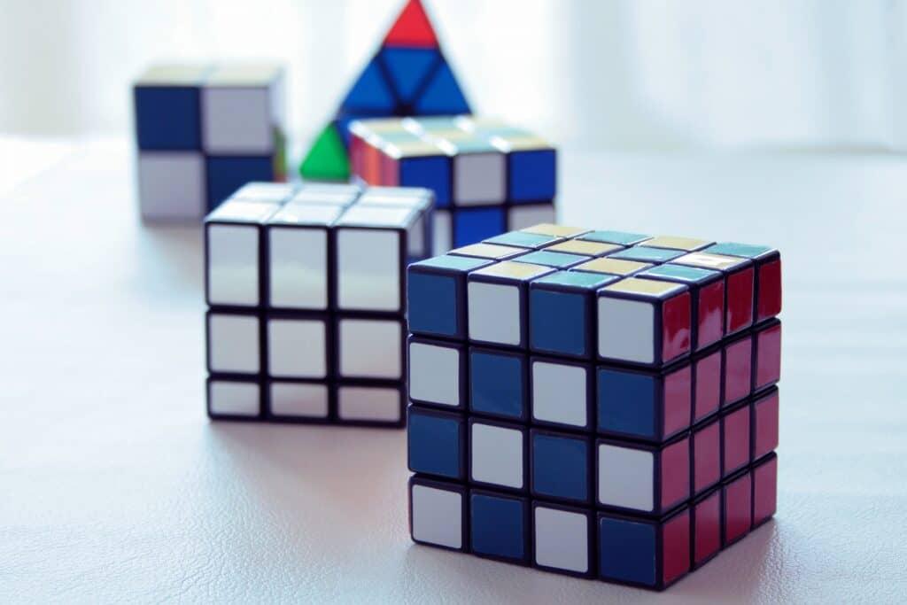 頭を鍛える! 好奇心・想像力を育む知育玩具