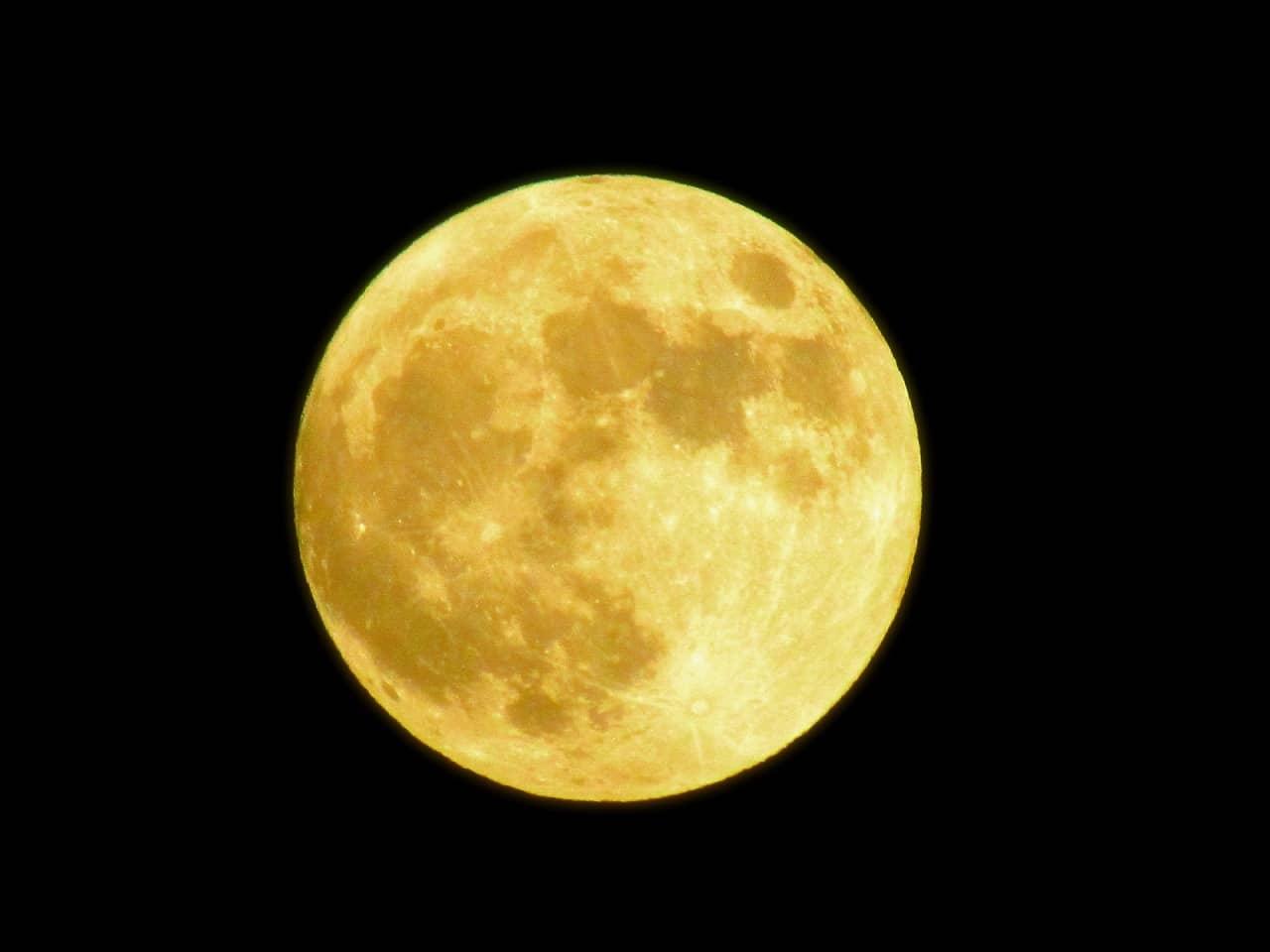 「満月の日に赤ちゃんを出産」する可能性は? 新月や大潮の日は? 統計や出生率、満月出産カレンダーをチェック!