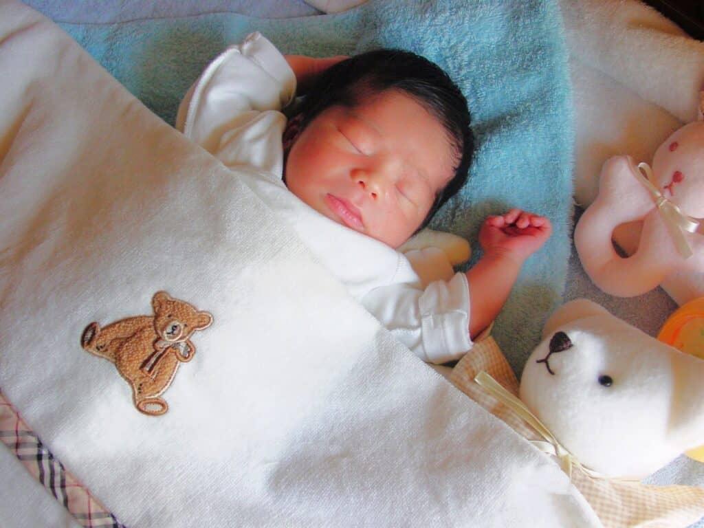 赤ちゃんのうちは枕を使わない