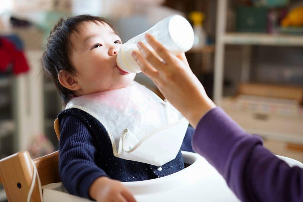完全粉ミルク育児は赤ちゃんの肥満リスクが上がる?