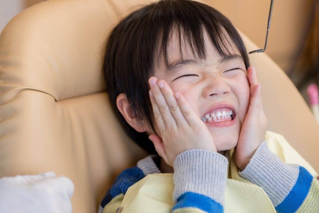 グラグラしている乳歯の抜き方
