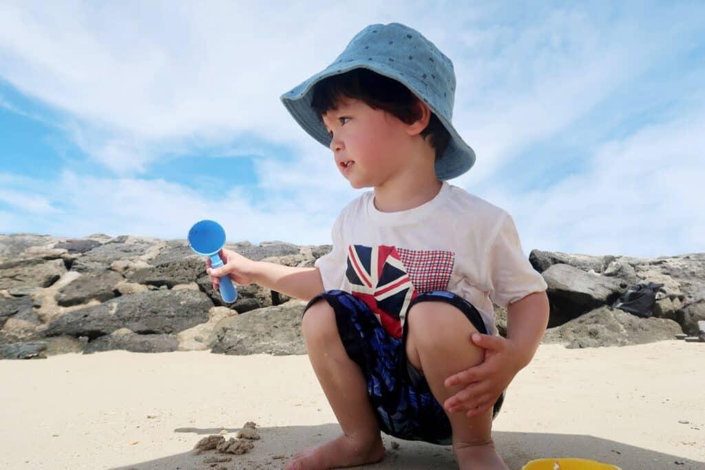砂場セットは水遊びやお風呂のおもちゃとしても遊べる