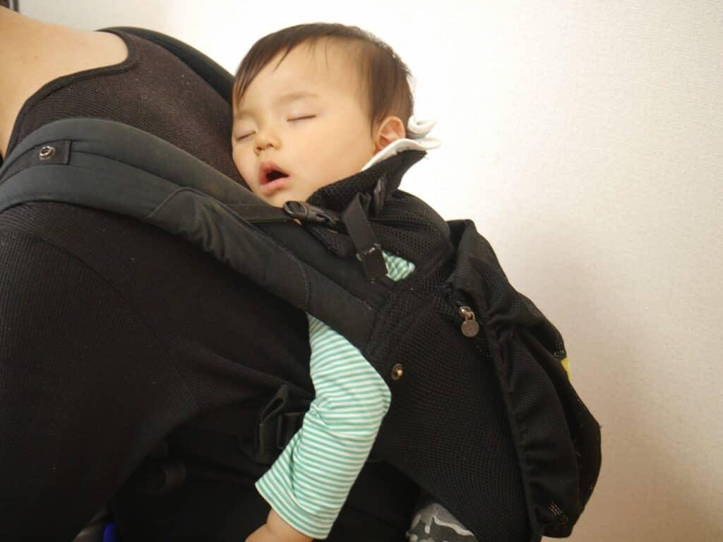 抱っこ紐は赤ちゃんの手足が冷える