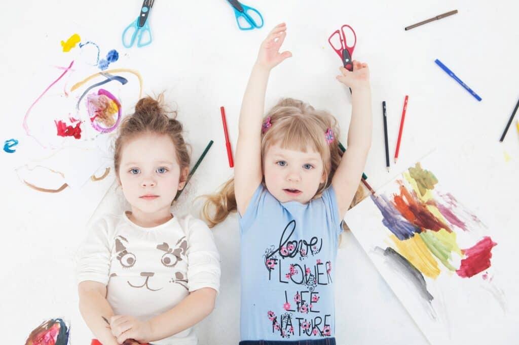 子供がはさみを練習できる時期か確認する