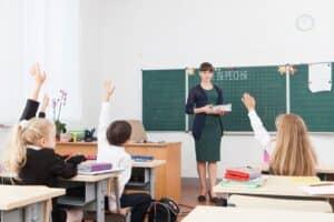 2020年から小学校での英語教育が義務化。授業内容と保護者が意識しておきたいポイントを紹介!