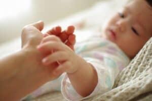 乳児院とは? 入院の理由や方法、一時的な利用や寄付について