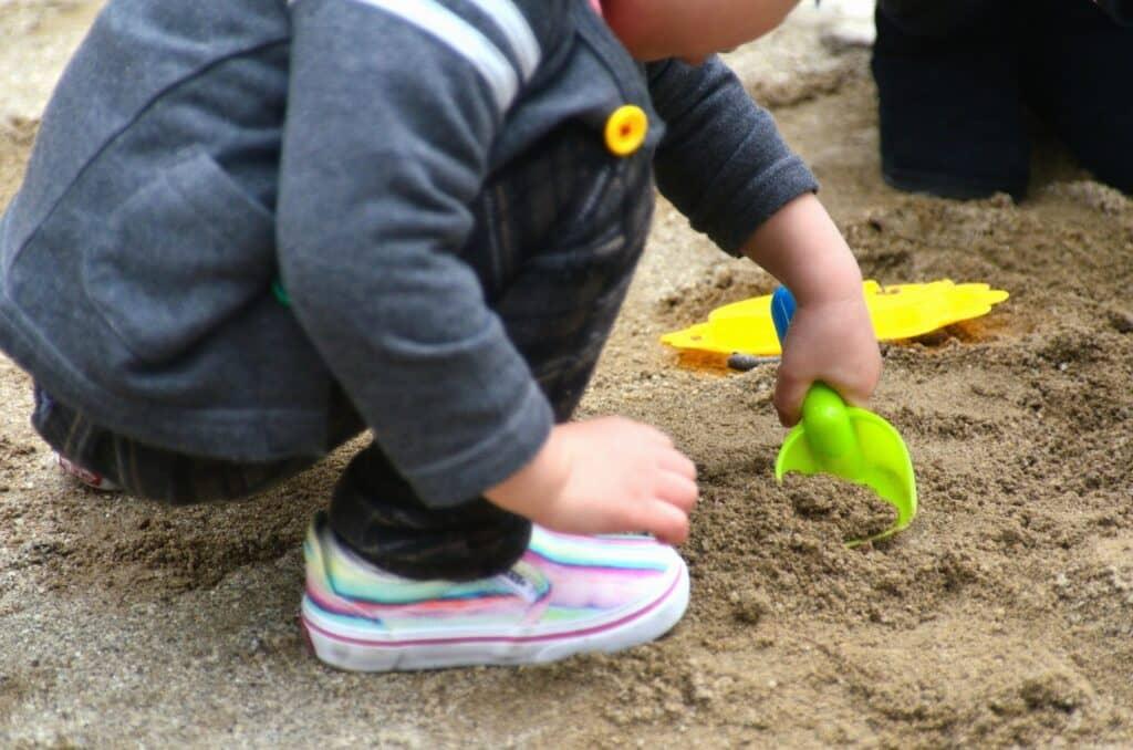 砂遊びに砂場セットは必要?