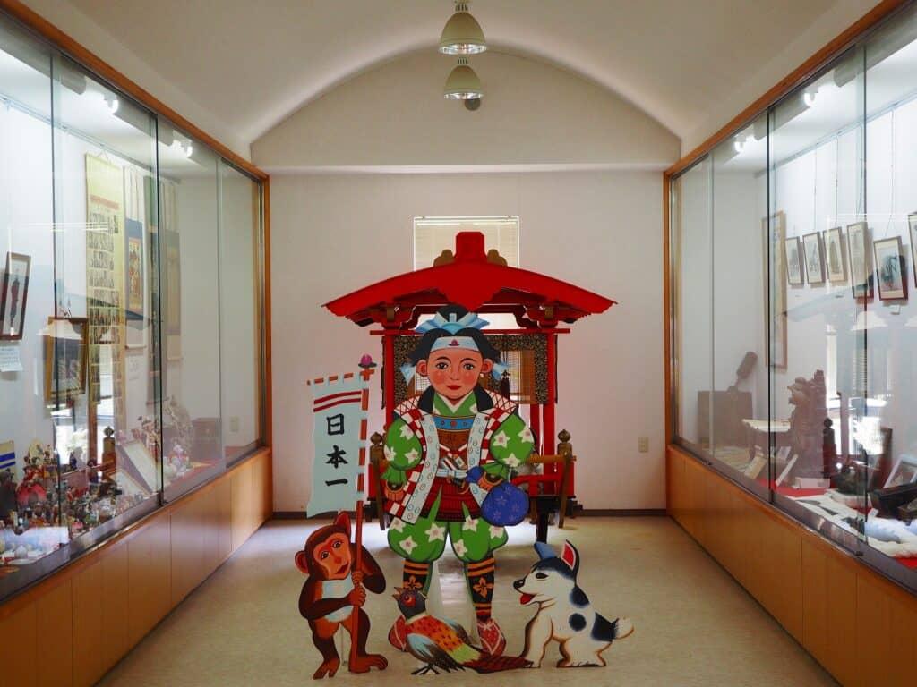桃太郎神社には桃太郎にまつわる宝物館もあり