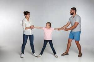 離婚時に子供の親権を獲得するために知っておくべきこと! 話し合いを円滑に進めるには?