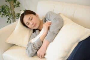 妊娠中に抱き枕は必要なの? 使い方や妊婦におすすめの抱き枕8選を紹介