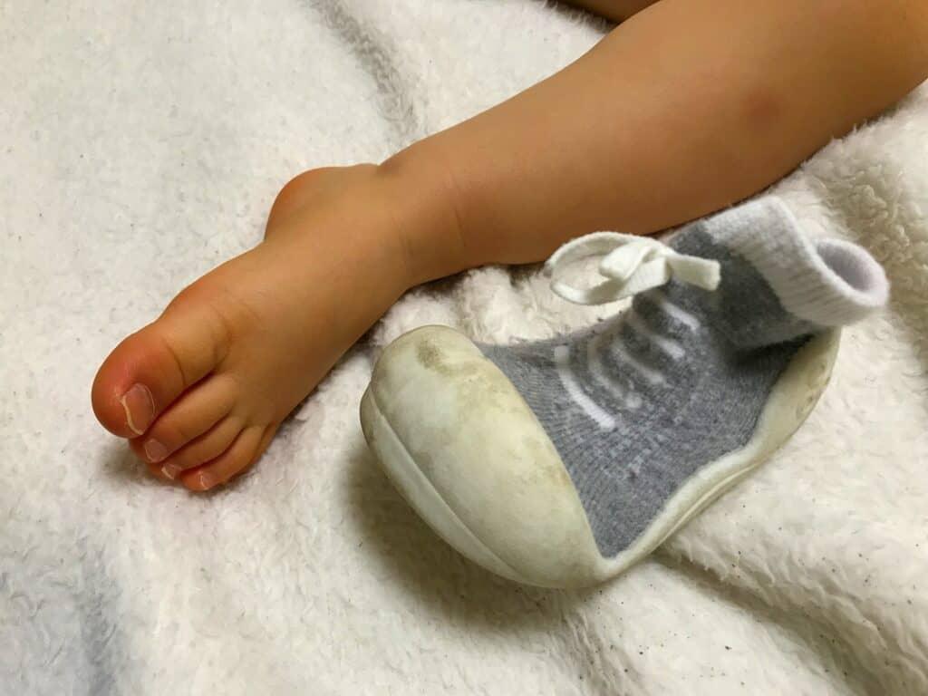 足の裏・指の間をしっかり洗う