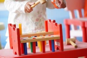 木のおもちゃで遊ぼう! 国内メーカーと子供の年齢別のおすすめ 気軽に試せる遊び場も