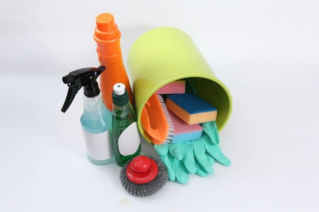 ゴミ箱を洗って殺菌