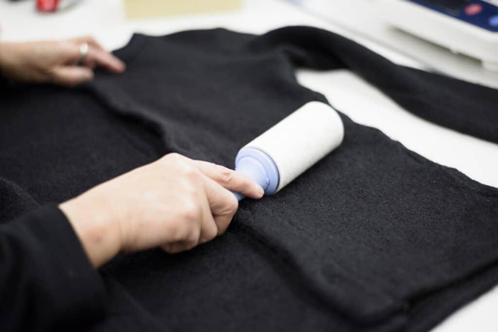 洗濯物についた糸くずを取る方法