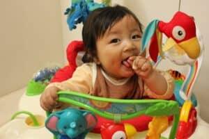 赤ちゃんの歩行器はいつから使う? おすすめ商品・レンタルも紹介
