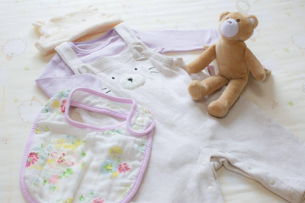 【月齢別】赤ちゃんの服の選び方