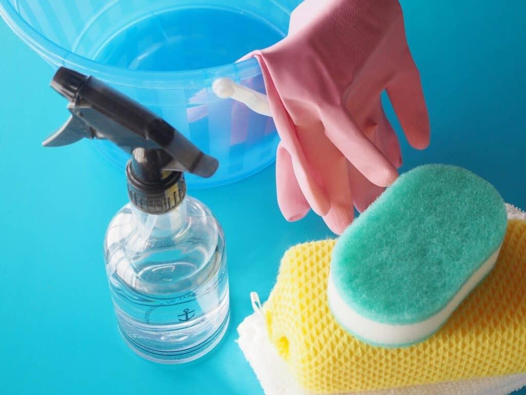 キッチンシンクを掃除する道具と洗剤