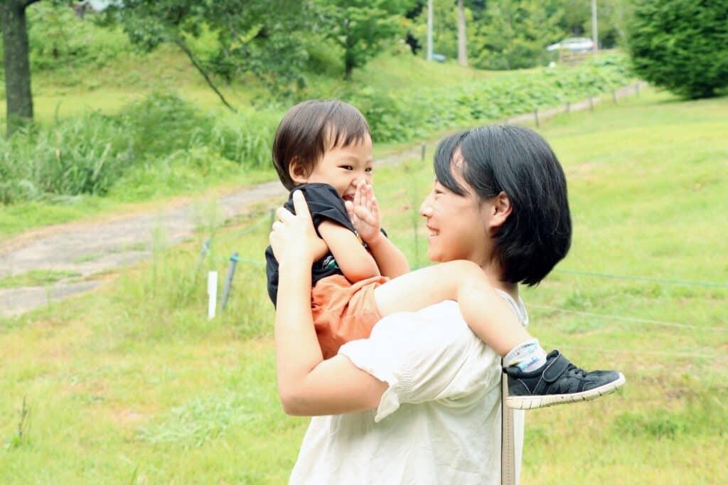 赤ちゃん返りの対応方法2:赤ちゃんのように接する