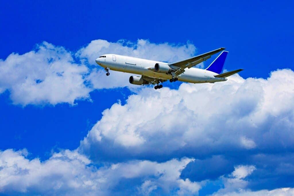 そもそも赤ちゃんは生後何日、何ヶ月から飛行機に乗ることができるの?