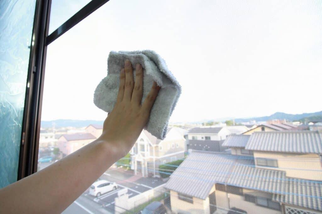 網戸を掃除する方法