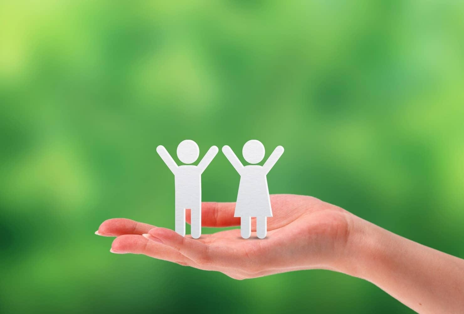 幼稚園教諭と保育士の違いとは? 資格取得の方法、仕事内容や子供との関わり方はどう違う?