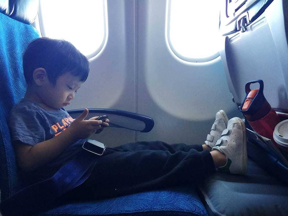 赤ちゃん、子供との飛行機移動はいつからOK? 料金は? 子連れでの移動におすすめなフライトットとは?